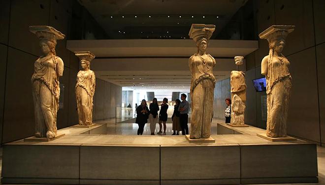 Akropolismuseum in Athen zieht Besucher aus der ganzen Welt an