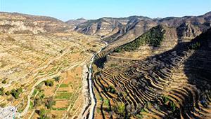 Terrassenförmig angelegte Grundstücke in Shenxian von Hebei