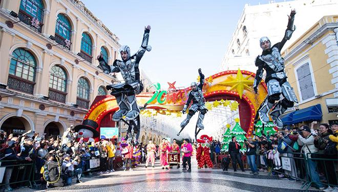 Parade anlässlich 20. Jubiläums der Rückkehr Macaus ins Mutterland abgehalten