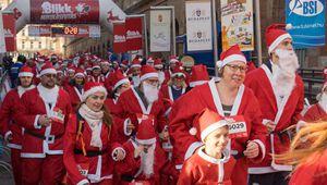 Jährliches Santa Run findet in Budapest statt
