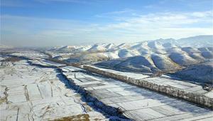 Schneelandschaft des Qilian-Gebirges in Gansu