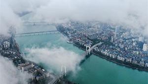 Stadtlandschaft von Liuzhou nach Regenfall