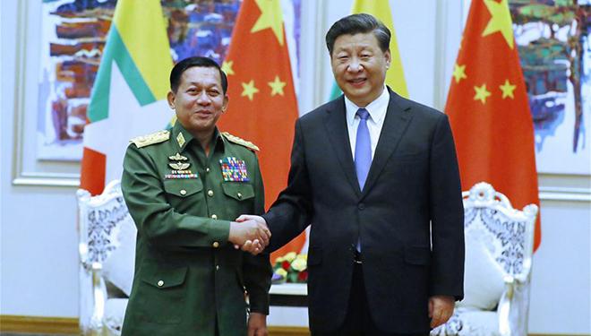 Xi Jinping trifft Myanmars Oberbefehlshaber der Verdeidigungsdienste in Nay Pyi Taw