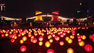 Laternen für bevorstehendes Frühlingsfest in Shenzhen beleuchtet