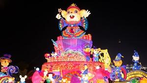 Touristen genießen Laternenshow zum Jahr der Ratte in Jiangsu