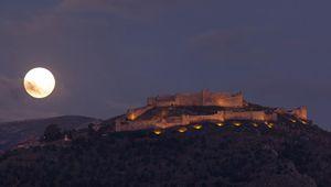 Vollmond über dem Larissa Castle in Argos gesichtet