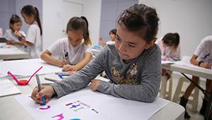 Kinder in Sydney drücken Unterstützung für Chinas Kampf gegen neuartiges Coronavirus aus