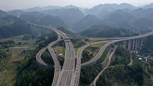 Zwei Schnellstraßen in Chinas Hubei ihren Bau wieder aufgenommen