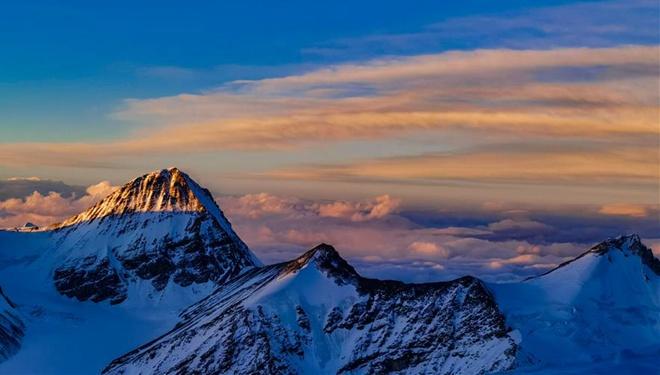 Blick auf den Berg Qomolangma auf 7.028 Metern Höhe