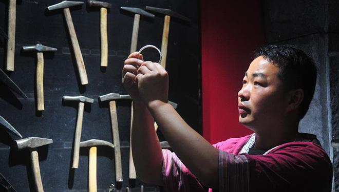 Miao-Silberschmieden in Chinas Hunan