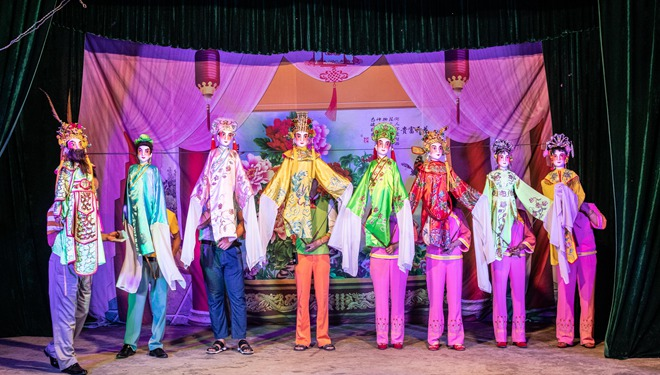 Lokale Kunst aus der südlichen Song-Dynastie: Künstler führen Mann-und-Puppen-Show in Hainan auf