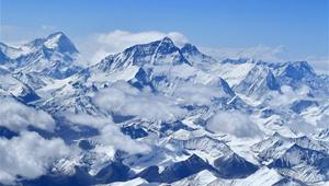 Berg Qomolangma in Luftaufnahmen