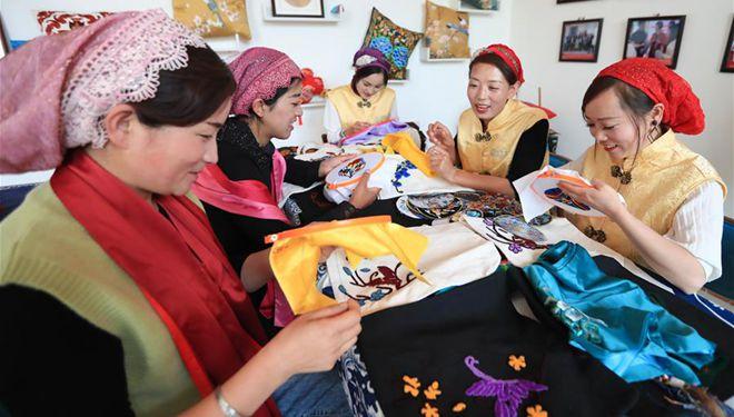 Stickerei-Werkstatt zur Armutsbekämpfung in Gansu