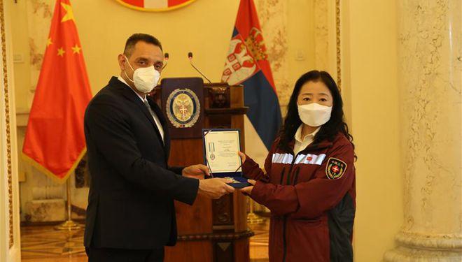 Chinesische medizinische Experten von Serbien für Unterstützung der Bekämpfung von COVID-19 ausgezeichnet