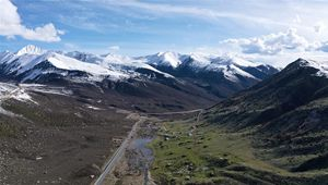 In Bildern: Landschaft entlang der Sichuan-Tibet-Autobahn im Südwesten Chinas