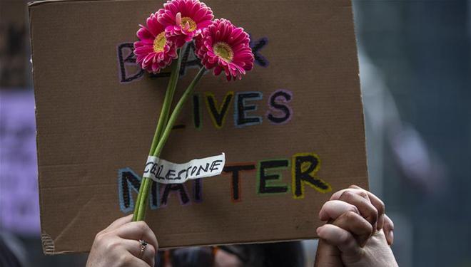 Anti-Rassismus-Protest vor der US-Botschaft in London abgehalten