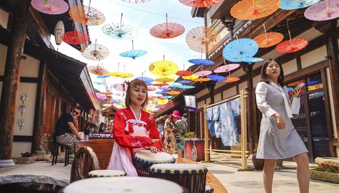 Kuanhouli-Geschäftsstraße in Changchun zieht Besucher beim Tag des Kultur- und Naturerbes an