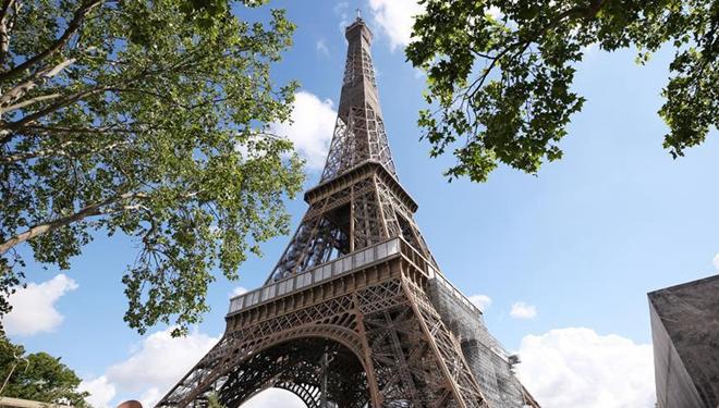 Eiffelturm in Paris wird nächste Woche wiedereröffnet