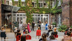 Hinterhofkonzert in Berlin aufgeführt