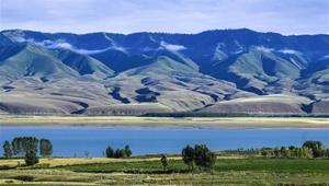 Landschaft entlang des Karatokay-Sees in Xinjiang