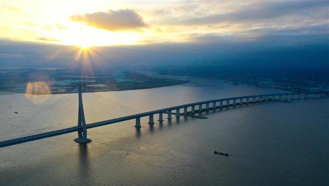 Jiangsu: Schrägseilbrücke mit der längsten Spannweite der Welt für den Verkehr freigegeben