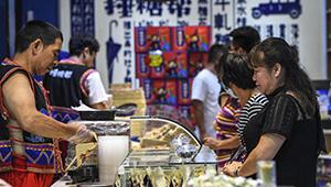 Tourismus in Yangshuo zieht viele Besucher an