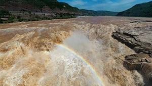 Regenbogen am Hukou-Wasserfall
