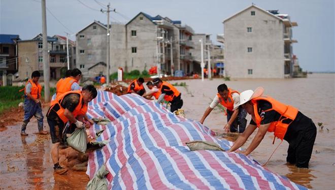 China kämpft gegen beispiellose Überschwemmungen an seinem größten Süßwassersee