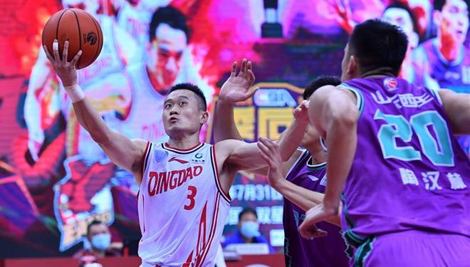 Achtelfinale zwischen Shandong Heroes und Qingdao Eagles in der CBA-Liga