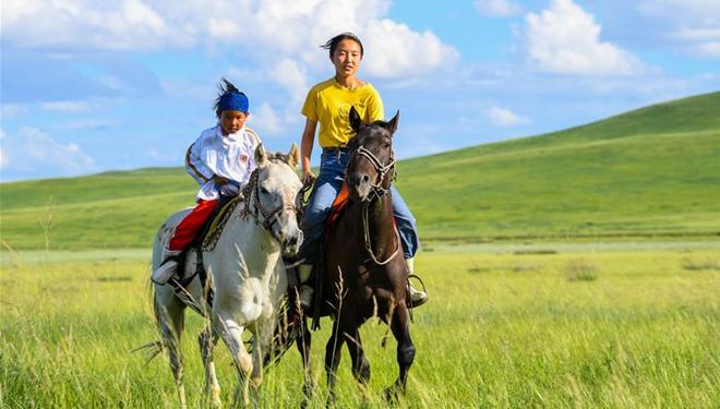 Sommerferien einer Mittelschülerin auf der innermongolischen Weide