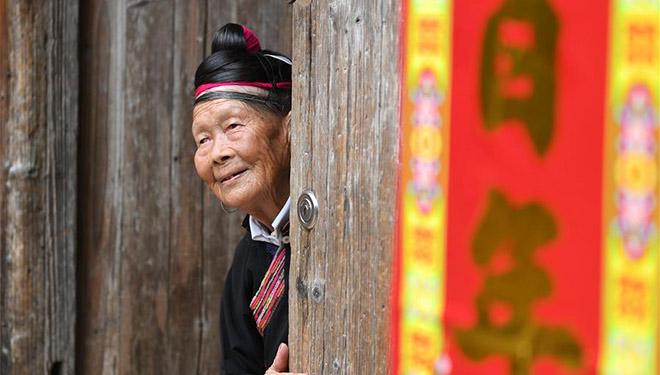 89-Jährige der ethnischen Gruppe She fördert Tourismus ihres Dorfes
