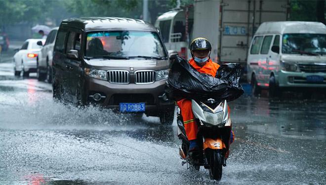 Heftiger Regen trifft Beijing