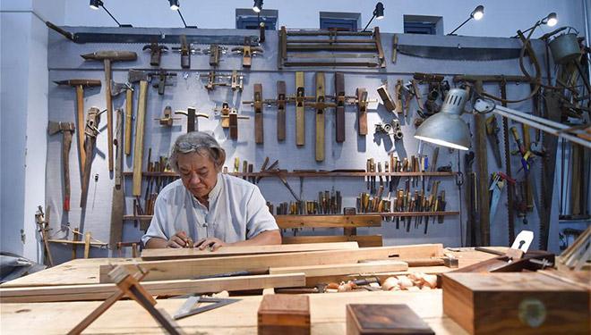 Traditionelle Fertigkeiten der Holzbearbeitung gefördert und weitergegeben