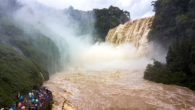 Landschaft des Wasserfalls Huangguoshu in Chinas Guizhou