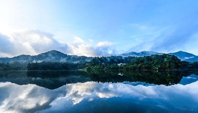 Landschaft des Naturschutzgebiets Jianfengling in Chinas Hainan
