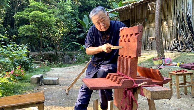 """""""Opa Amu"""" bringt die traditionelle Tischlerei wieder in Mode"""