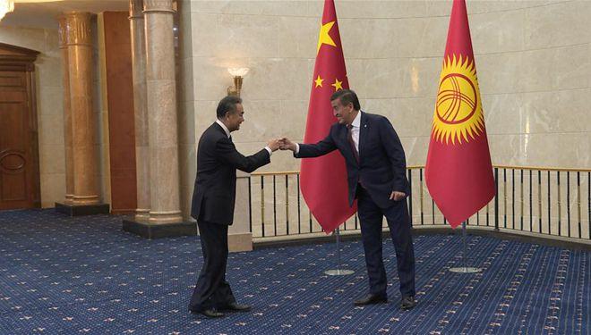 Kirgisischer Präsident trifft Wang Yi