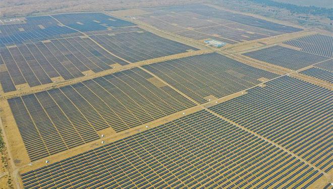 Ansicht des Photovoltaik-Kraftwerks Dalad in Chinas Innerer Mongolei