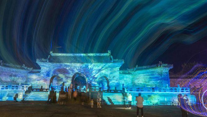 Lichtshow im Yuxu-Palast in Hubei veranstaltet