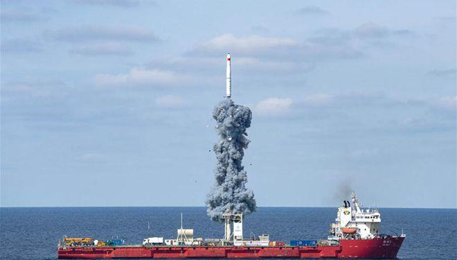 China bringt vom Gelben Meer aus neun Satelliten ins All