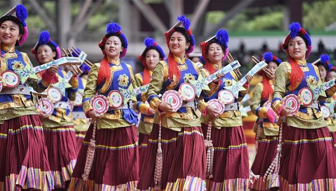 Festliche Zeremonie anlässlich des 70. Jahrestages der Gründung der Autonomen tibetischen Präfektur Ganzi abgehalten