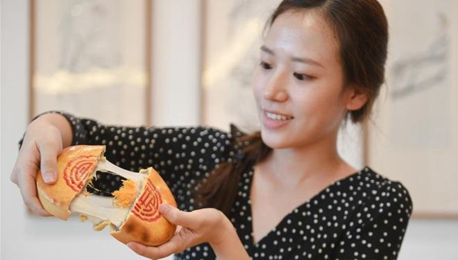 Konditoren in Fujian bieten traditionelle und neue Gebäckarten zum Mittherbstfest an