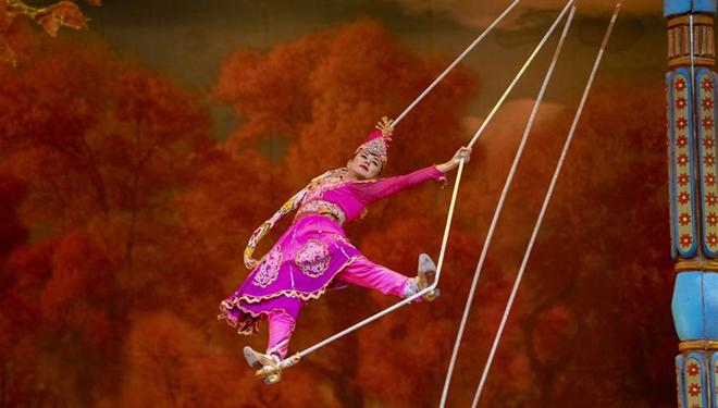 Kunstshow in Xinjiang mit ethnischen Merkmalen zieht Touristen an