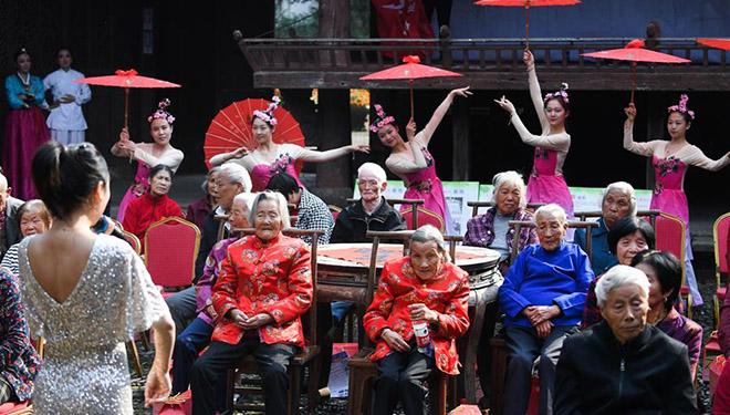 Veranstaltung zur Begrüßung des bevorstehenden Chongyang-Festivals findet in Chinas Zhejiang statt
