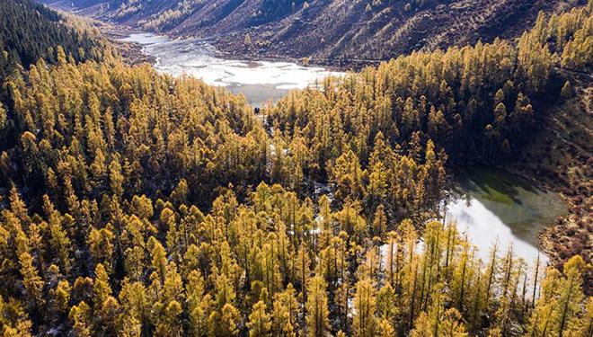 Ansicht des Landschaftsgebiets Majiagou in Xiaojin von Chinas Sichuan