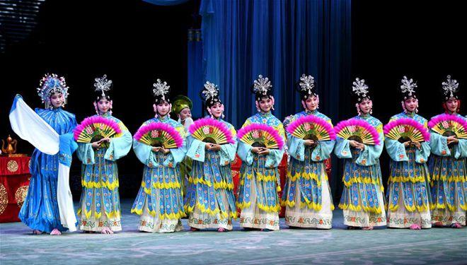 Aufführungen zur Feier des Chongyang-Fests in Shijiazhuang dargeboten