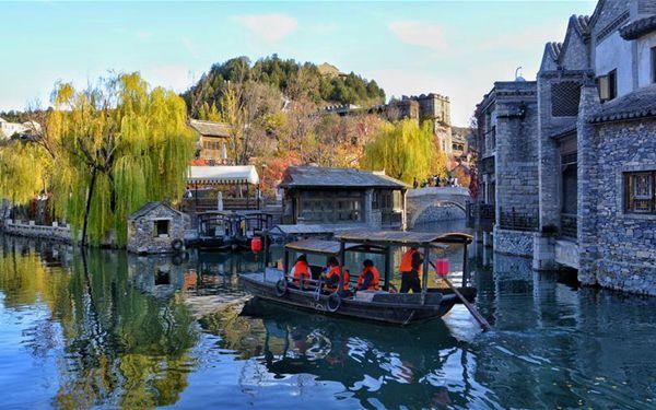 Herbstlandschaft von Gubei Water Town in Beijing