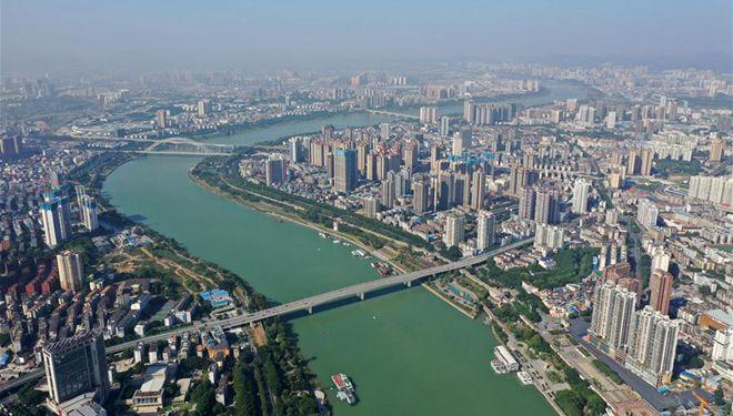 Yongjiang-Fluss in Nanning aus der Vogelperspektive