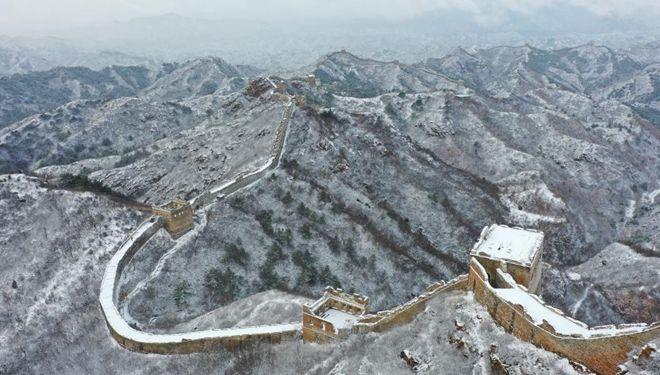 Schneeansicht des Jinshanling-Abschnitts der Chinesischen Mauer in Hebei