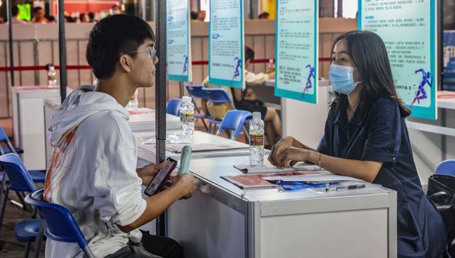 In Bildern: Jobmesse in Haikou